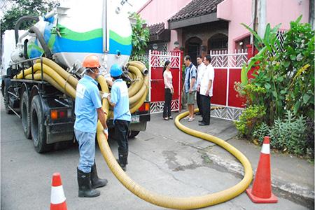 Hút bể phốt tại khu đô thị Việt Hưng Zalo 093 115 5115